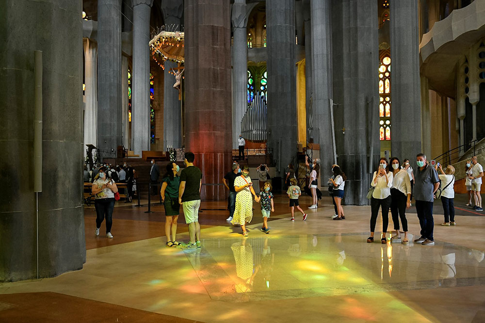 The Sagrada Família reopens its doors with a tribute to healthcare professionals